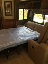 Airmattress pullout couch
